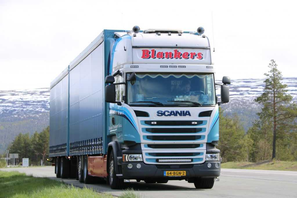 Transport large quantities with a double deck trailer